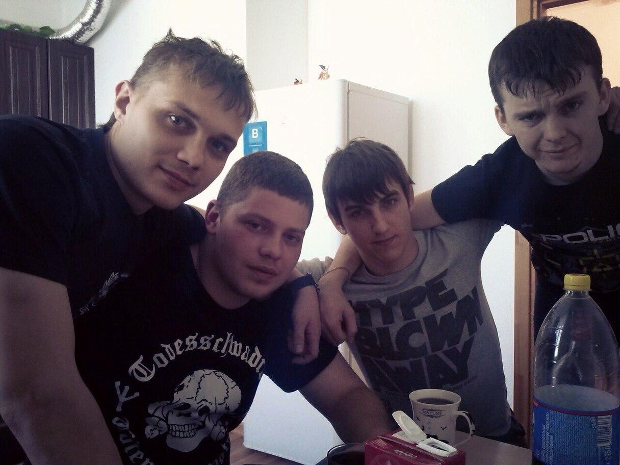 Боевик-сепар вместе с бандитом Коротеевым.jpg