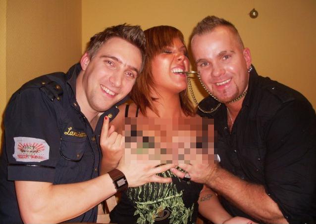 Foto: Andris Kivičs aizkulisēs spaida Ellas krūtis. Kādai būs ko teikt!