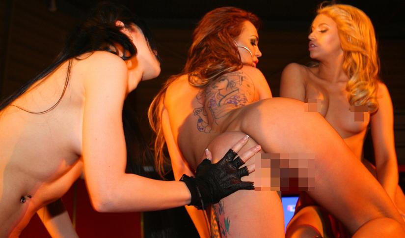 Foto (44): Pornoaktrišu trio (Moon, Lechter, Diamond) atklātās lesbo scēnās