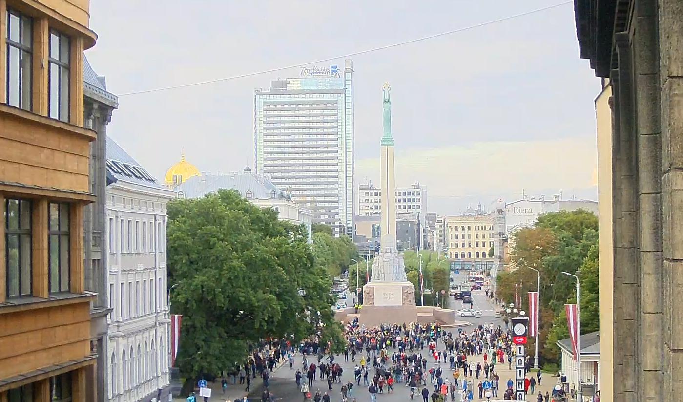 Foto: ekrānuzņēmums no Tiešsaistes kameras Rīgā - Brīvības pieminekļa laukums