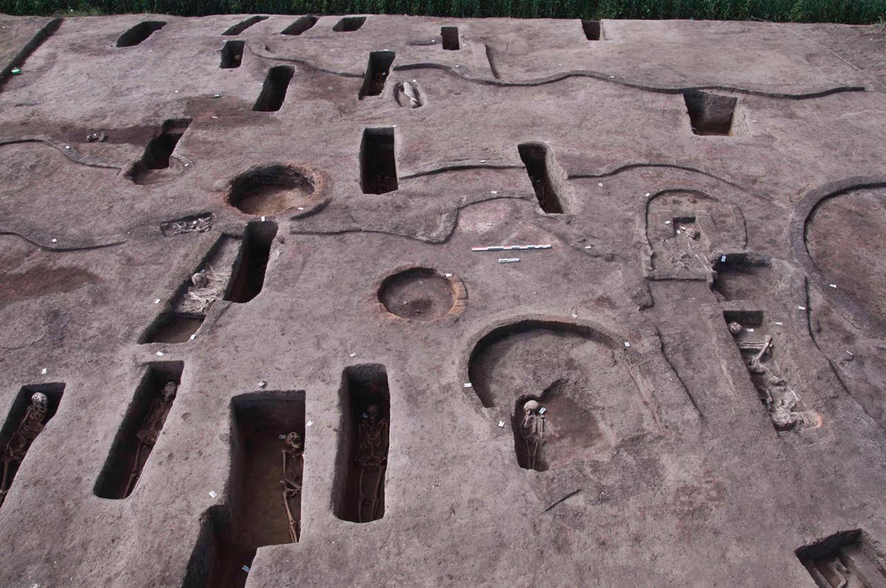 Foto (12): Ēģiptē atrastas 110 senas kapenes un mazuļu atliekas māla podos