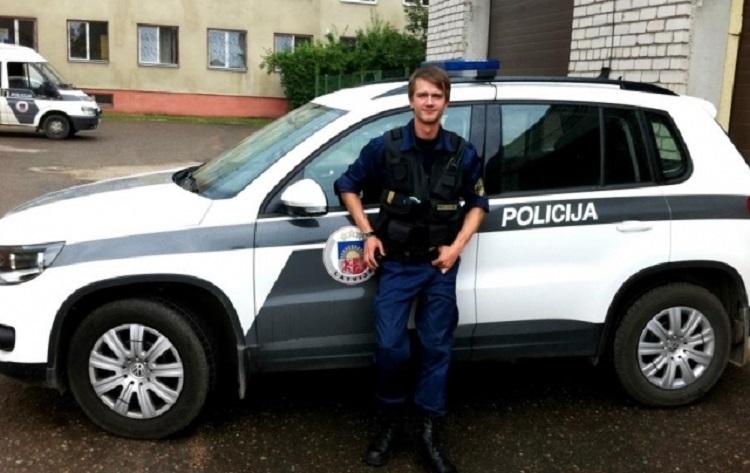 Dziedošais policists Puzikovs nāk klajā ar kādiem pārkāpumiem saskāries komandantstundas laikā