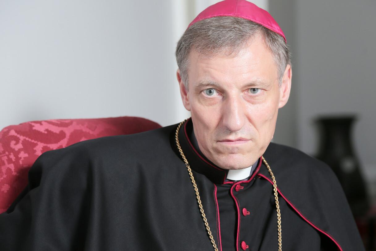 Arhibīskaps Stankevičs aizliedz katoļu draudzēs sprediķos apšaubīt vakcināciju