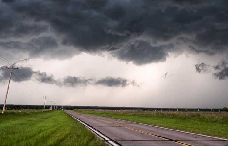 Latvijai tuvojas šogad spēcīgākais un plašākais negaiss Eiropā.