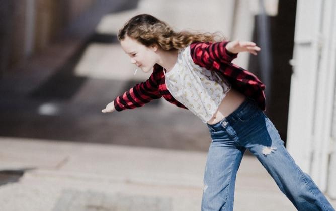Eksperti skaidro vai svešam bērnam uz ielas drīkst aizrādīt?