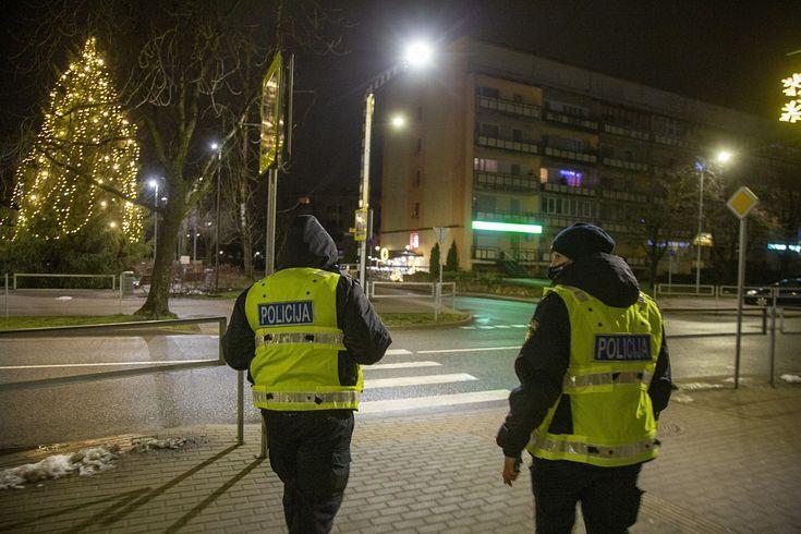 Zināšanai: Latvijā jāturpina ievērot komandantstundu