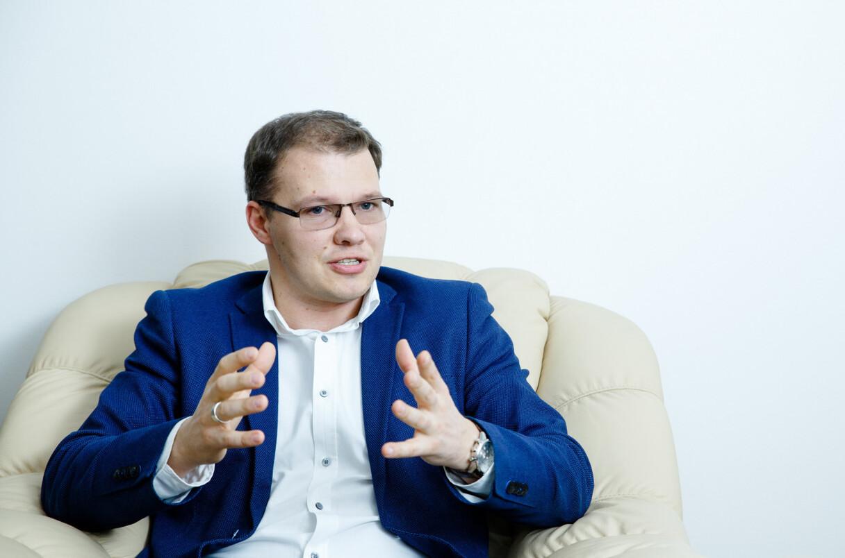 Raivis Dzintars: Nevakcinējušos pedagogu atbrīvotās darba vietas būs Izglītības un zinātnes ministrijas atbildība