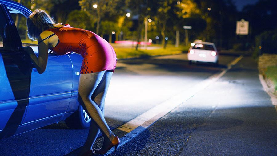 Video: Kāpēc ielās vairs nemana intīmo pakalpojumu sniedzējas? Pēta raidījums