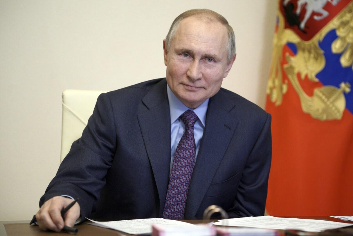 Putins paraksta likumu, kas ļaus sēdēt līdzšinējā krēslā līdz 2036. gadam