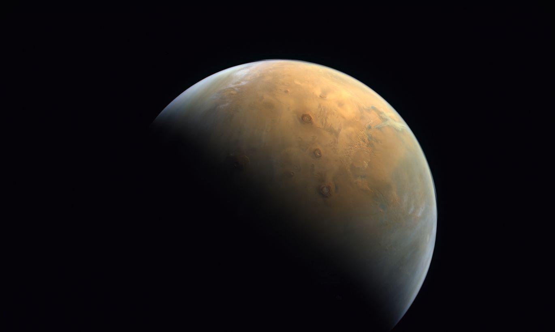 Arābu zonde atsūta pirmo Marsa attēlu