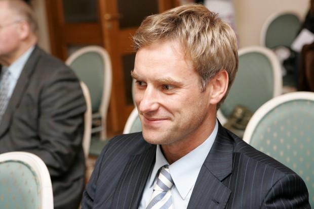 Bijušais Latvijas iekšlietu ministrs alkohola dzeršanas laikā dabūjis Putina plānu uzbrukumam Baltijai