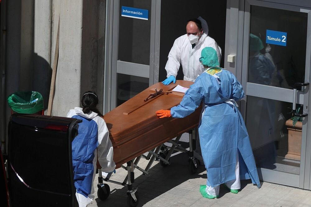 Covid-19 mirušo skaits pasaulē pārsniedz 2 miljonus