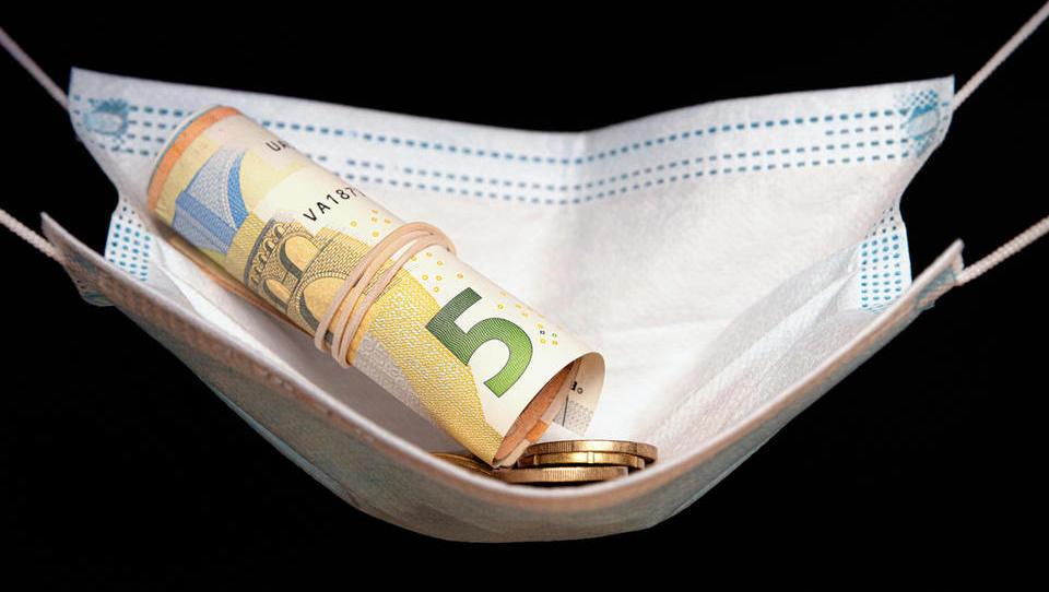 Manabalss.lv: Vāc parakstus par 500 eiro pabalsta piešķiršanu arī studentiem