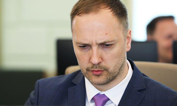Iekšlietu ministrs Sandis Ģirģens aicina Saeimu nepalielināt viņam algu 2021.gadā