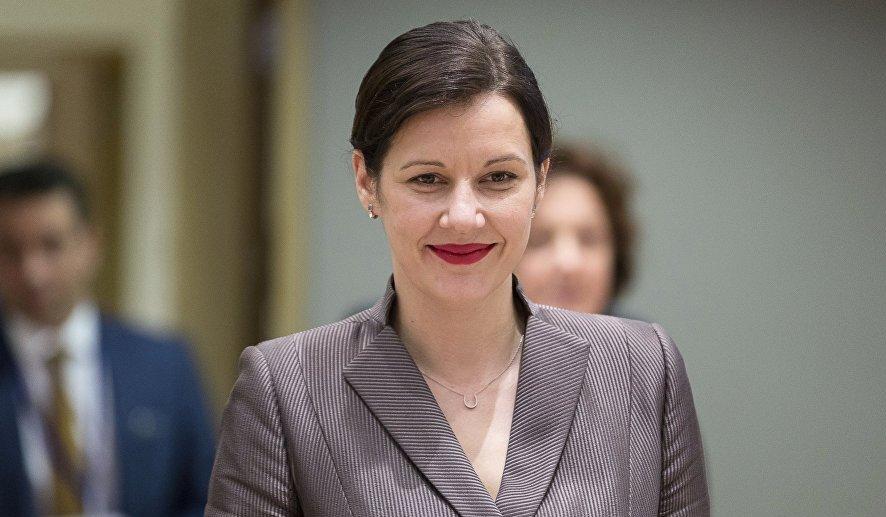 Lielas pārmaiņas deputātei Danai Reizniece-Ozolai  - paziņo, ka noliek Saeimas deputātes mandātu
