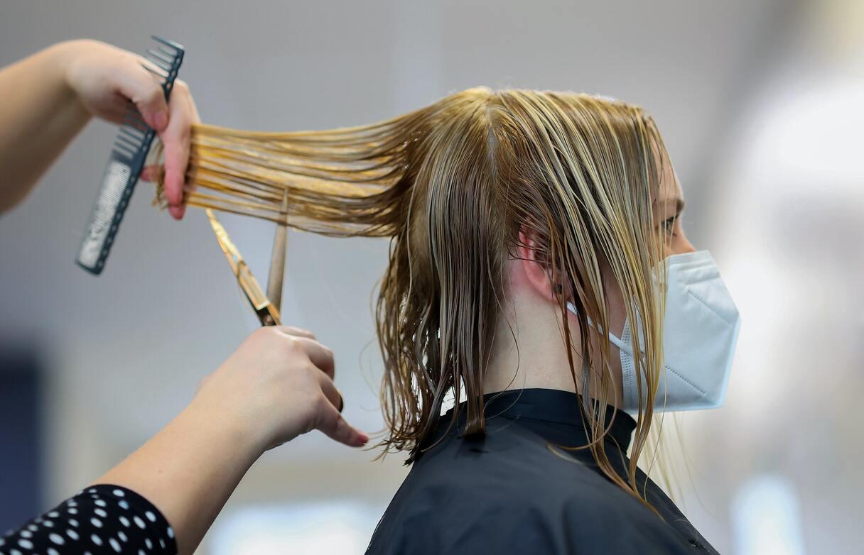 No 1. septembra friziera, manikīra, pedikīra un podologa pakalpojumus sniegt var tikai Covid-19 sertifikāta ieguvušie