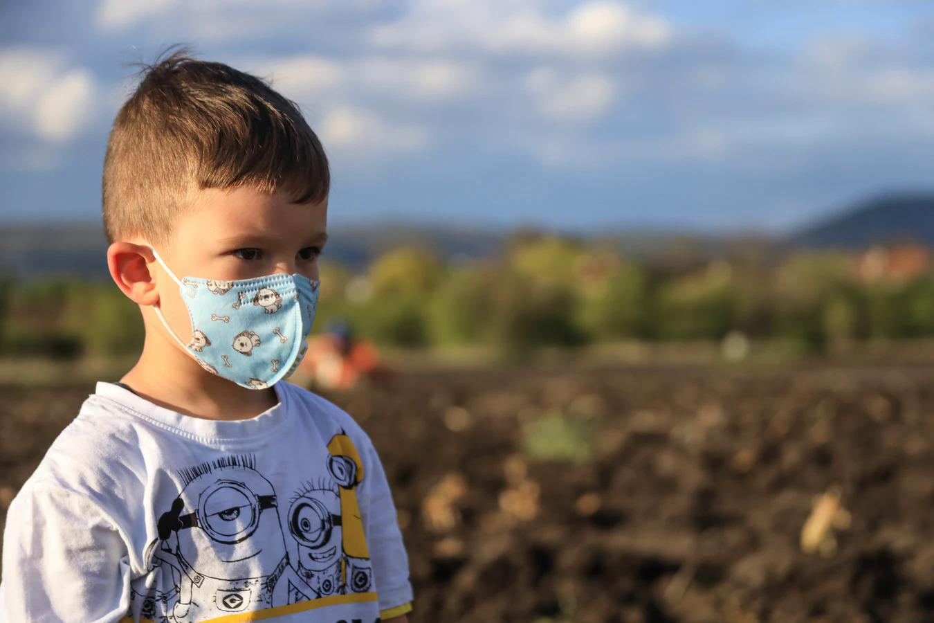 Video: No pirmdienas arī bērniem sabiedriskajā transportā būs jālieto sejas maskas