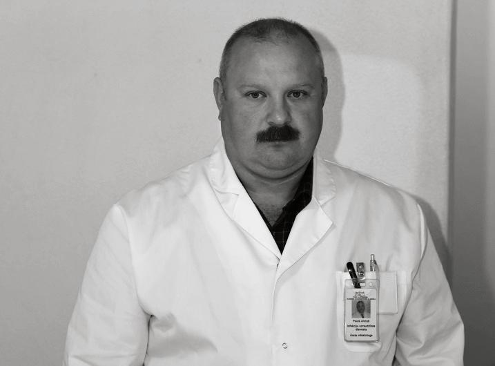 Pēc ilgstošas ārstēšanās no Covid-19 mūžībā aizgājis Stradiņa slimnīcas infektologs Pauls Aldiņš