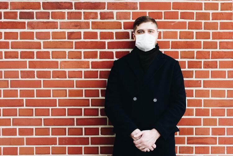 Lielā alkohola reibumā vīrietis veikalā Jēkabpilī atsakās lietot sejas masku