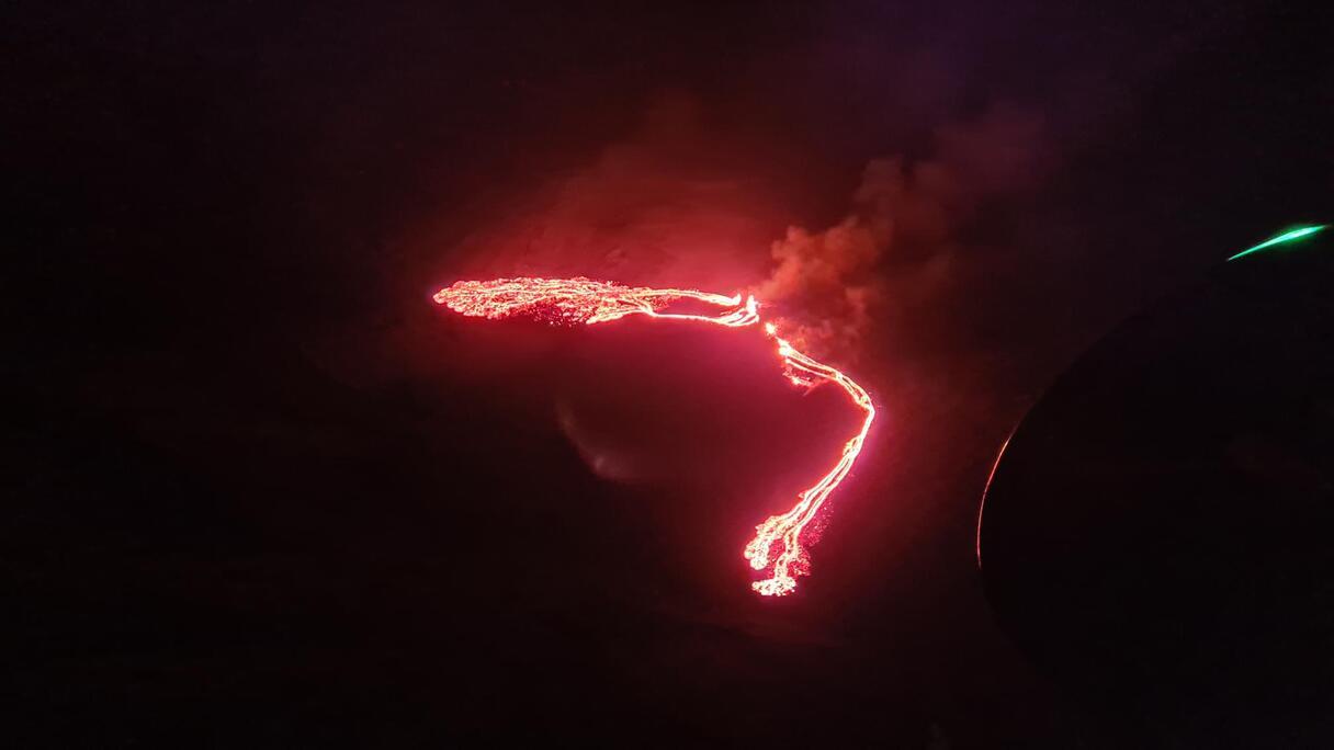 Video: Islandē pie Reikjavīkas sācies vulkāna izvirdums