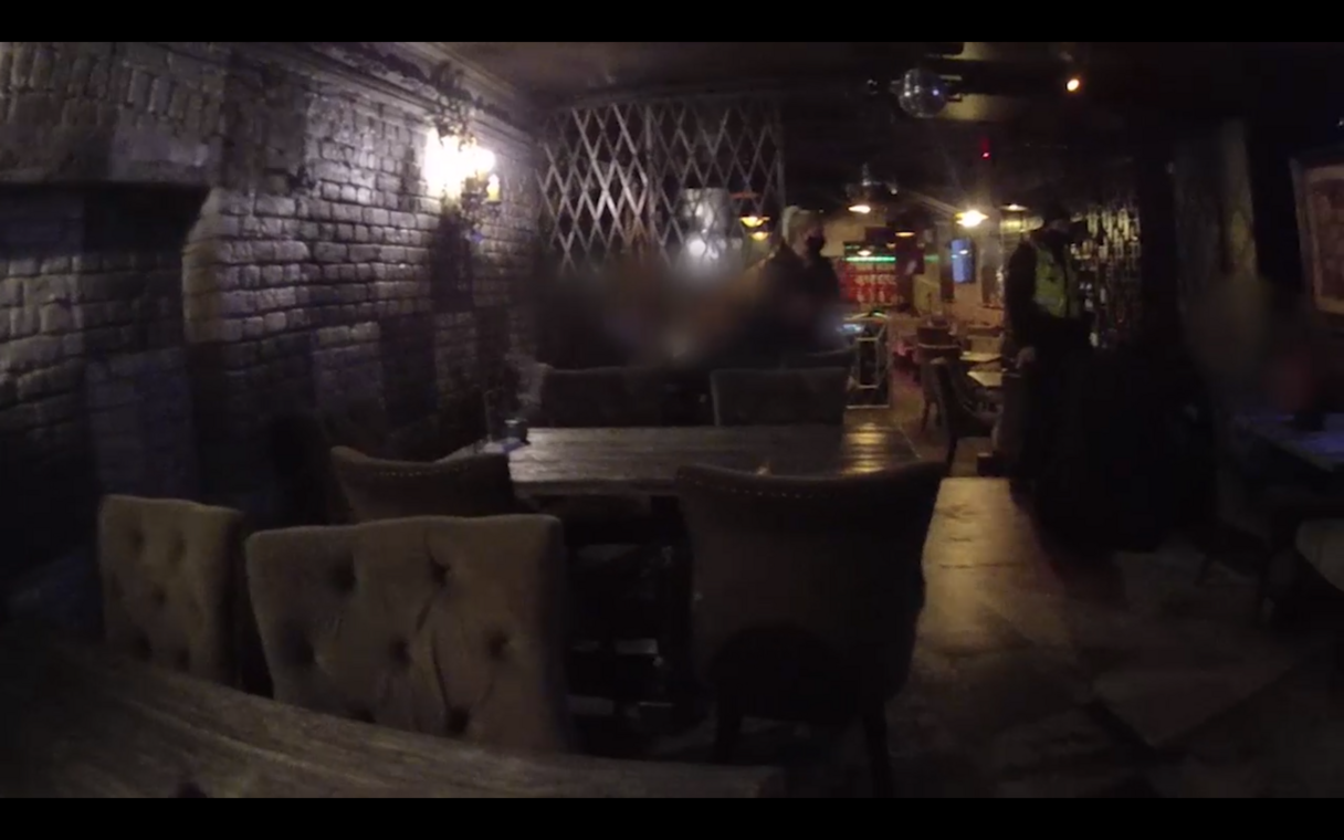 Video: Policija Rīgā atklāj pagrīdes kafejnīcu, kurā var iekļūt tikai ar paroli