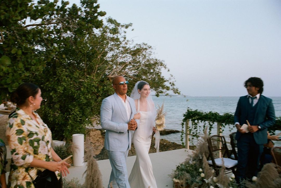 Vins Dīzels kāzās pavadījis nelaiķa aktiera Pola Volkera meitu pie altāra (Foto | Video)