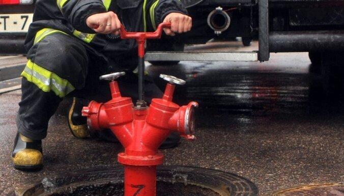 Piecstāvu mājā Rīgā šorīt izcēlies paaugstinātas bīstamības ugunsgrēks