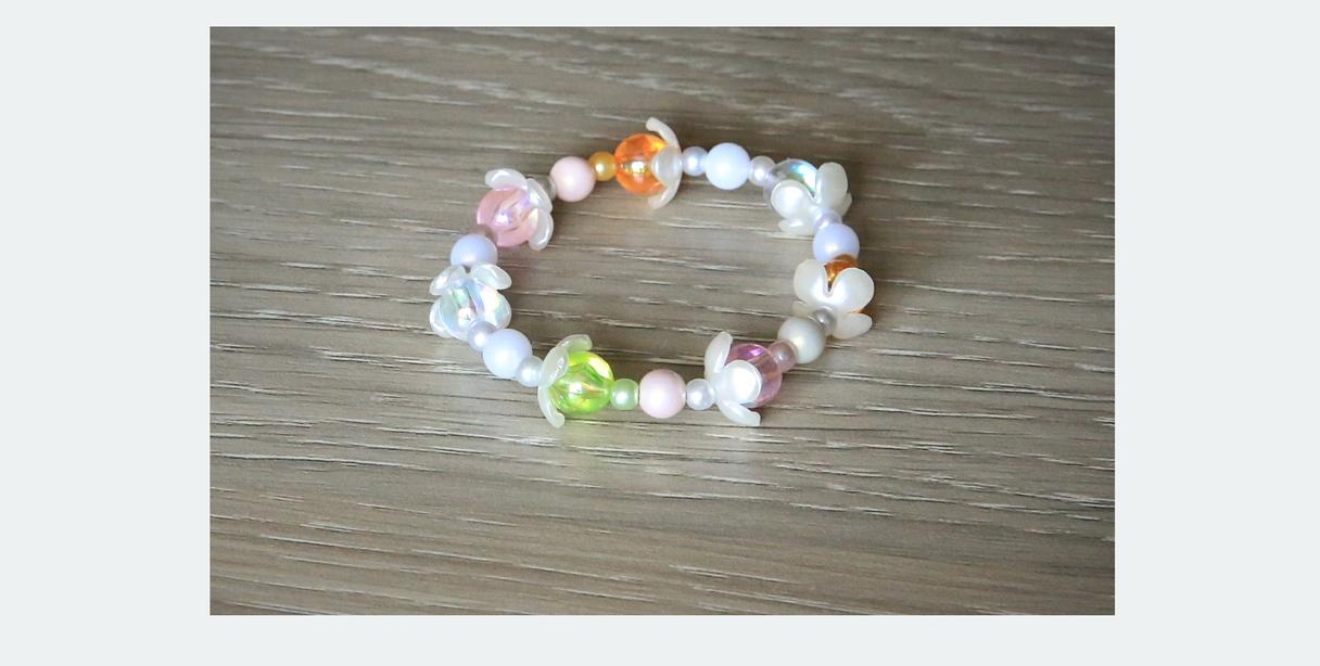 5,00 EUR ---- Laumiņa ---- Aprocīte mazajām laumiņām -- Materiāls: Akrila pērles dažāda lieluma un dažāda krāsojuma; akrila ziedkopas ar perlamutra krāsojumu