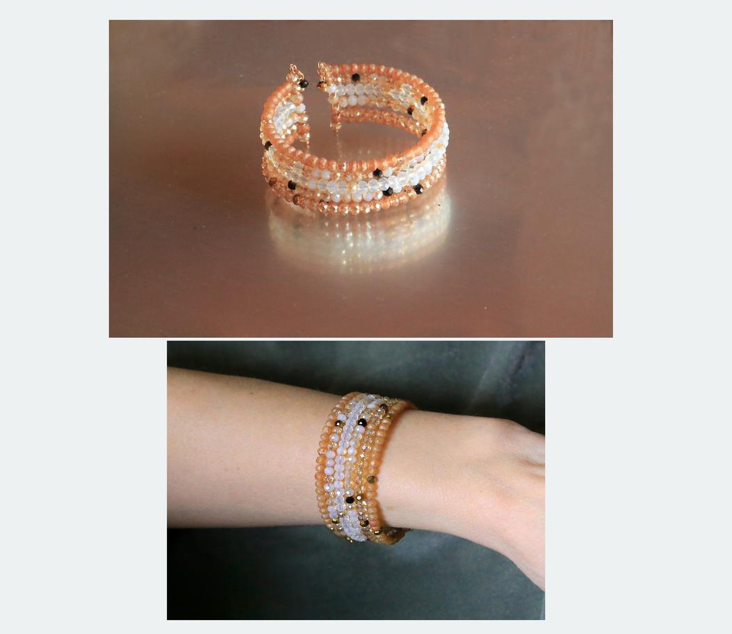 6,00 EUR - Simona --- Materiāls: Austrijas slīpētās sīkpērlītes (stikla, ar iekšēju spīdumu) bēšā krāsa -tējas roze, un opalīts ; memory stieple; piemērota 15-17cm rokas apkārtmēram; bet var izgatavot uz stieples kā aptinamu aproci (jebkuru izmēru)